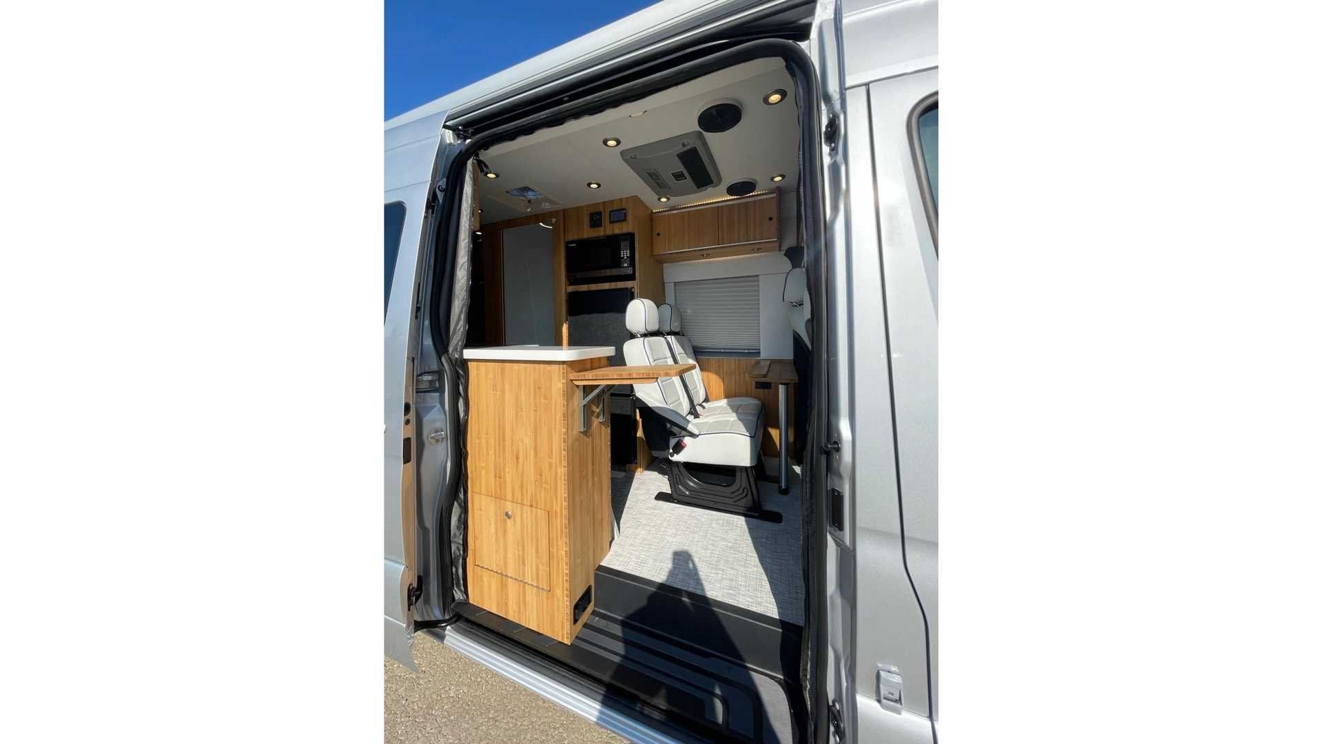 https://cdn.motor1.com/images/mgl/PzWnG/s6/mercedes-sprinter-4x4-camper-by-creative-mobile-interiors-interior.jpg