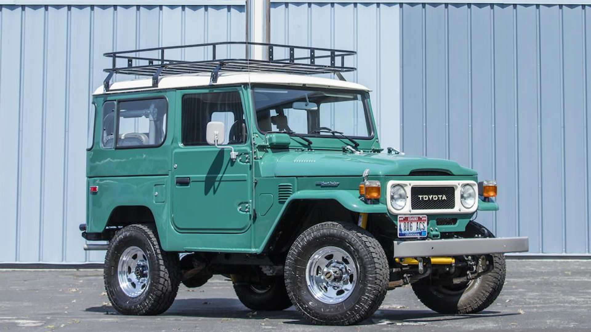 https://cdn.motor1.com/images/mgl/6nzyZ/s6/tom-hanks-s-incredible-toyota-land-cruiser-is-up-for-auction.jpg