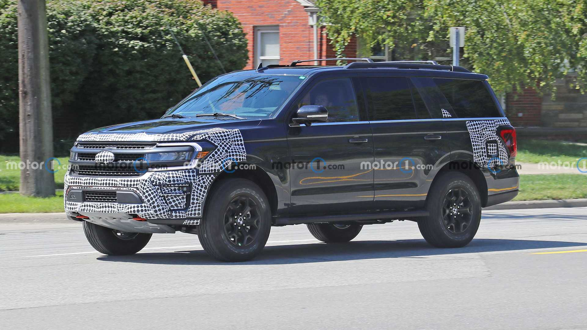 https://cdn.motor1.com/images/mgl/7q8OW/s6/2022-ford-expedition-timberline-new-spy-photo.jpg