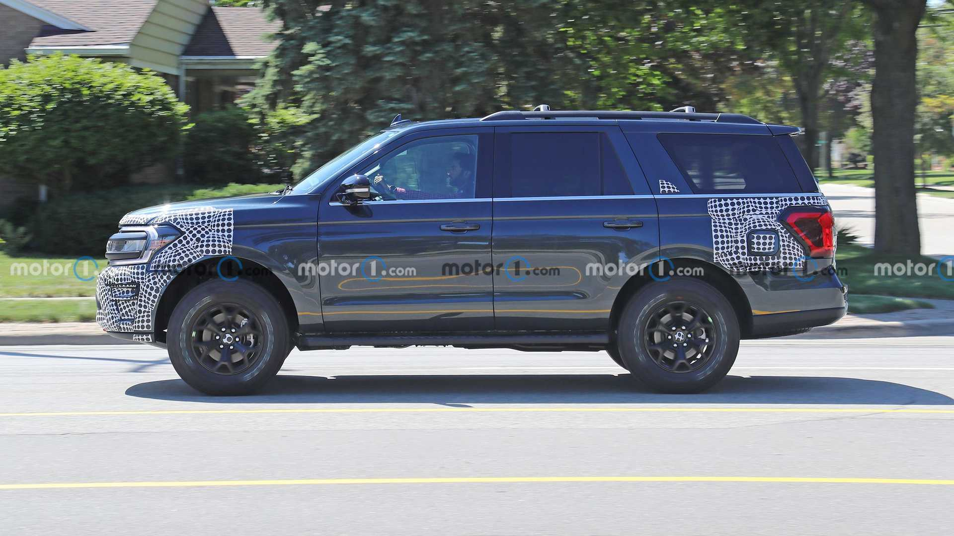 https://cdn.motor1.com/images/mgl/B743m/s6/2022-ford-expedition-timberline-new-spy-photo.jpg