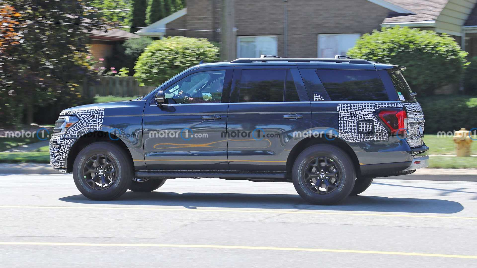 https://cdn.motor1.com/images/mgl/O6QXR/s6/2022-ford-expedition-timberline-new-spy-photo.jpg