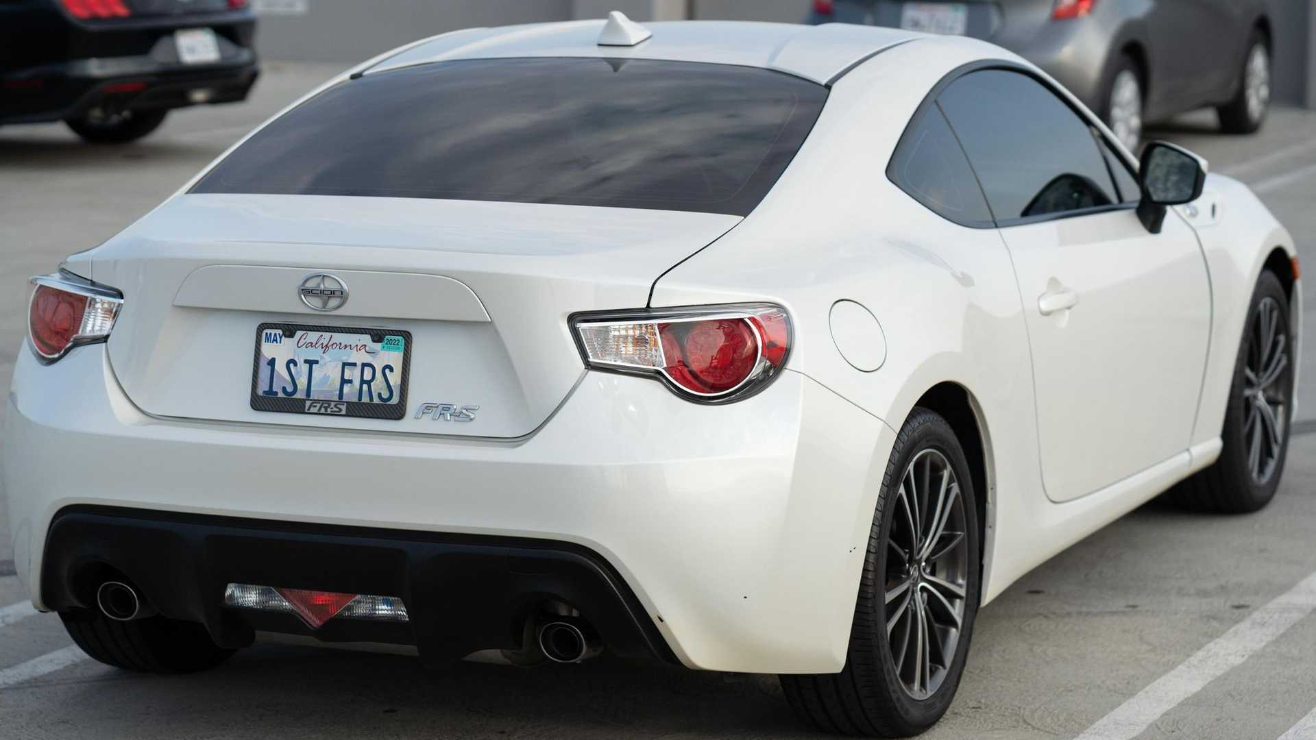 https://cdn.motor1.com/images/mgl/Nrzxj/s6/first-scion-fr-s-in-us-for-sale-rear-angle.jpg