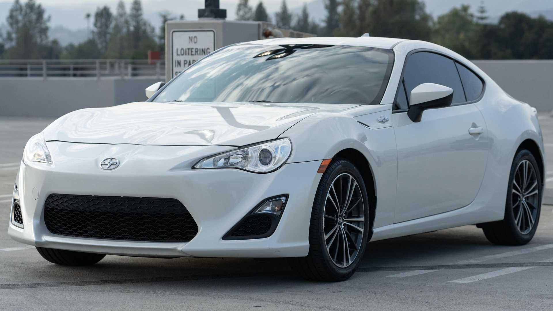 https://cdn.motor1.com/images/mgl/QjBQ3/s6/first-scion-fr-s-in-us-for-sale-three-quarters.jpg